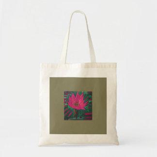 Fleur rose lumineuse avec l'arrière - plan olive tote bag