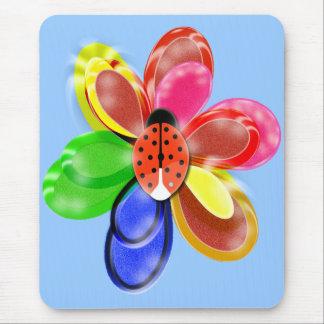 fleur rougeoyante colorée avec la protection tapis de souris