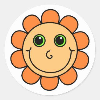 Fleur souriante orange de visage sticker rond