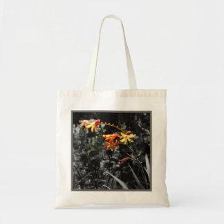Fleur tropicale orange d'orchidée sac fourre-tout