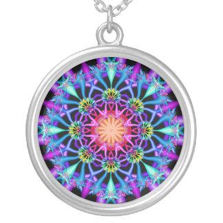 Fleurons d'arc-en-ciel de kaléidoscope de fractale pendentif rond