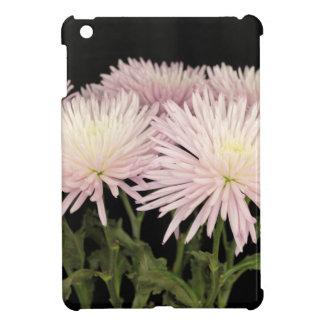 Fleurs blanches violettes de chrysanthème sur le coques pour iPad mini
