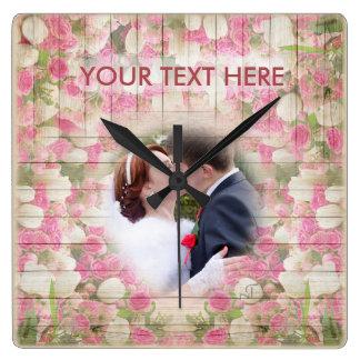 Fleurs colorées - baiser floral rose de mariage, horloge carrée