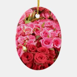 Fleurs dans les roses de Philippines, roses et Ornement Ovale En Céramique