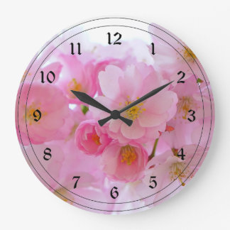 Fleurs de cerisier de rose en pastel grande horloge ronde