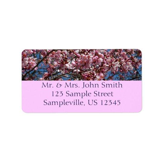 Fleurs de cerisier et ressort de ciel bleu floral étiquette d'adresse