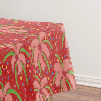 Fleurs de fiesta tropicales sur la nappe rouge