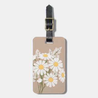 Fleurs de marguerite blanche sur le beige étiquette pour bagages