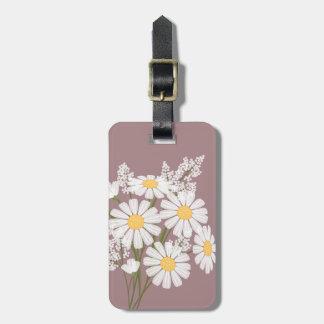Fleurs de marguerite blanche sur le rose étiquette pour bagages