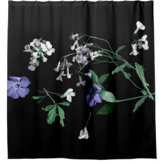 Fleurs de ressort sur le rideau en douche noir