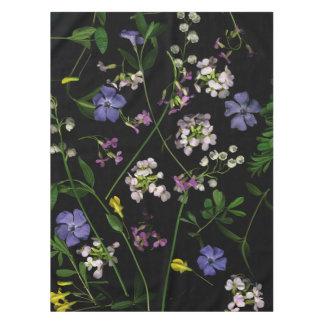 Fleurs de ressort sur une nappe noire