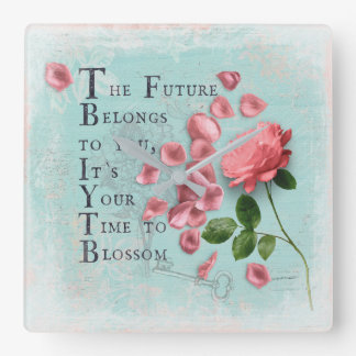 Fleurs de roses avec la sagesse indiquante sage horloge carrée