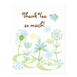 Fleurs d'été et carte postale bleue de Merci