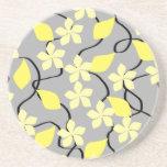 Fleurs jaunes et grises. Modèle floral Dessous De Verre