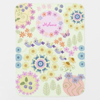 Fleurs mignonnes, oiseaux, papillons et nom fait couvertures pour bébé
