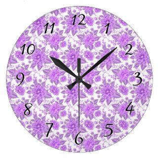 Fleurs pourpres décoratives grande horloge ronde