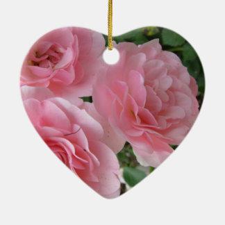 Fleurs roses brillantes ornement cœur en céramique