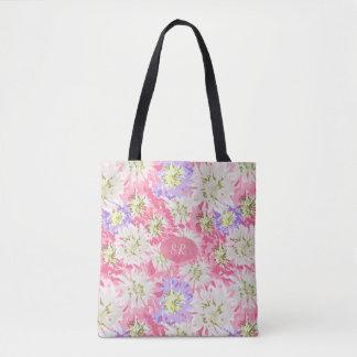 Fleurs roses et mauve assez fraîches avec le sac