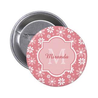 Fleurs roses mignonnes de marguerite de monogramme badge rond 5 cm