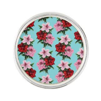 fleurs rouge-rose sur la lumière turquoise pin's