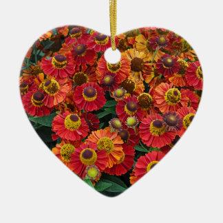 Fleurs rouges et oranges de helenium ornement cœur en céramique