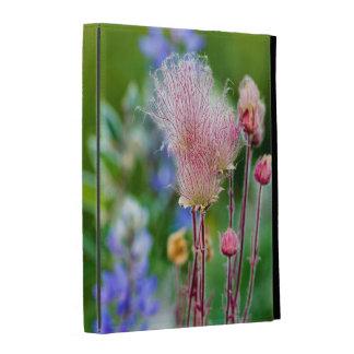 Fleurs sauvages de fumée de prairie dans le verger coque iPad