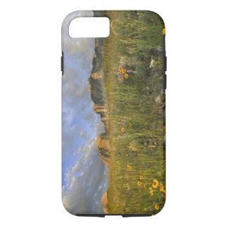 Fleurs sauvages de prairie dans les beaucoup coque iPhone 7