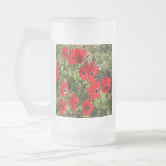 Fleurs sauvages rouges d'anémone frosted glass beer mug