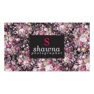 Fleurs vintages roses élégantes sur le noir mat carte de visite standard