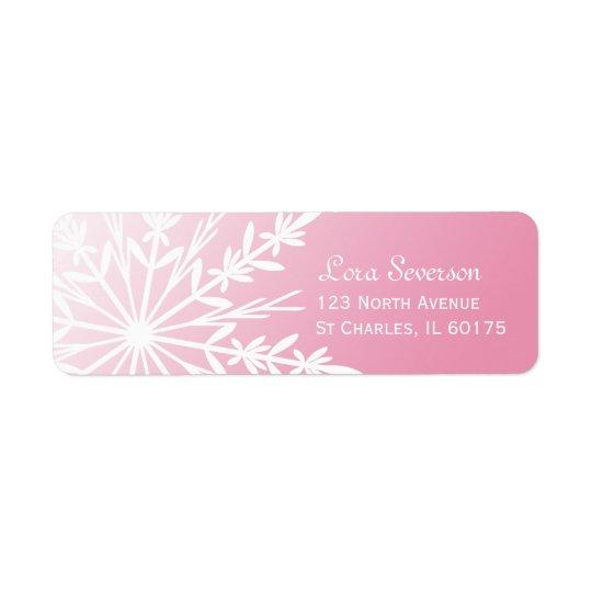 Flocon de neige blanc sur l'adresse de retour rose étiquette d'adresse retour