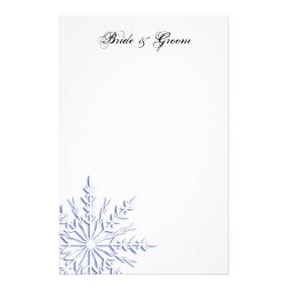 Flocon de neige bleu sur le mariage blanc d'hiver papier à lettre customisé
