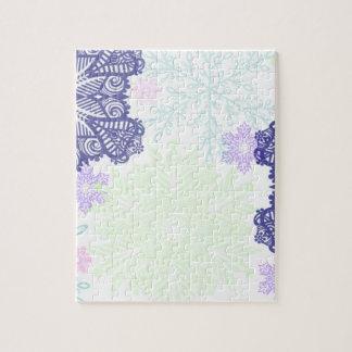 Flocons de neige dans le bleu et le vert en bon puzzle