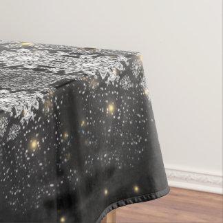 Flocons de neige sur la nappe noire