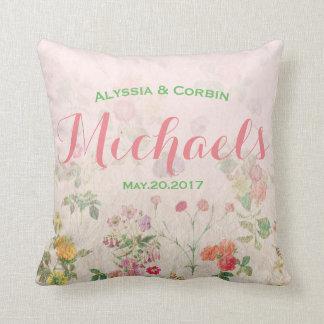 Floral élégant pour les couples de mariage de oreiller