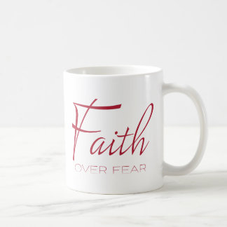 Foi au-dessus d'encouragement de crainte en rouge mug