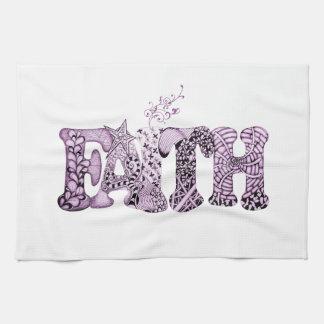 Foi dans les lettres texturisées pourpres serviettes éponge