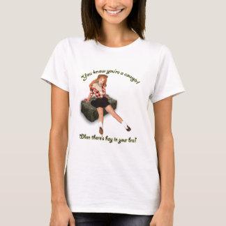 Foin dans le pin-up de soutien-gorge t-shirt