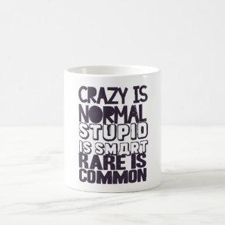 Folle est la normale, stupide est futée, rare est mug blanc