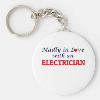 Follement dans l'amour avec un électricien porte-clé rond