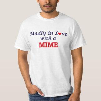 Follement dans l'amour avec un pantomime t-shirt
