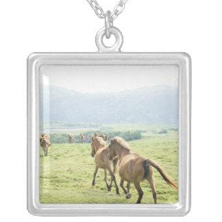 Fonctionnement de chevaux pendentif carré