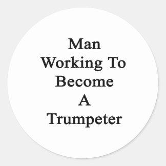 Fonctionnement d'homme à devenir un trompettiste sticker rond