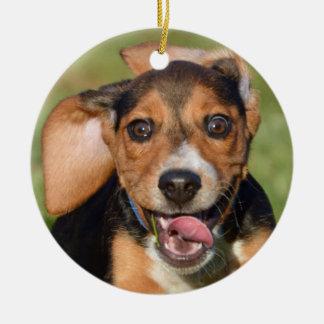 Fonctionnement fou de chiot de beagle ornement rond en céramique
