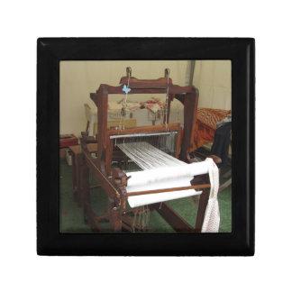 Fonctionnement vintage antique de machine de petite boîte à bijoux carrée