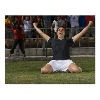 Footballeur féminin allemand célébrant le but carte postale