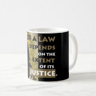 Force d'une tasse de résistance d'Aquinas de loi