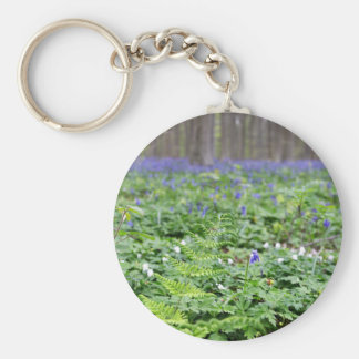 Forêt bleue de cloche porte-clé rond