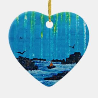 Forêt brumeuse géante par la rivière ornement cœur en céramique