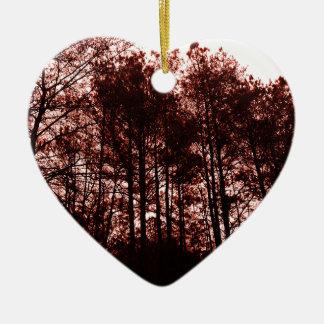 Forêt cramoisie surréaliste ornement cœur en céramique