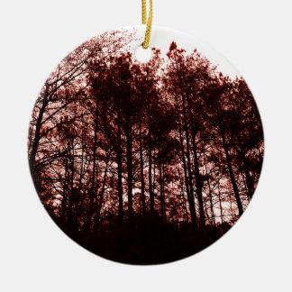 Forêt cramoisie surréaliste ornement rond en céramique